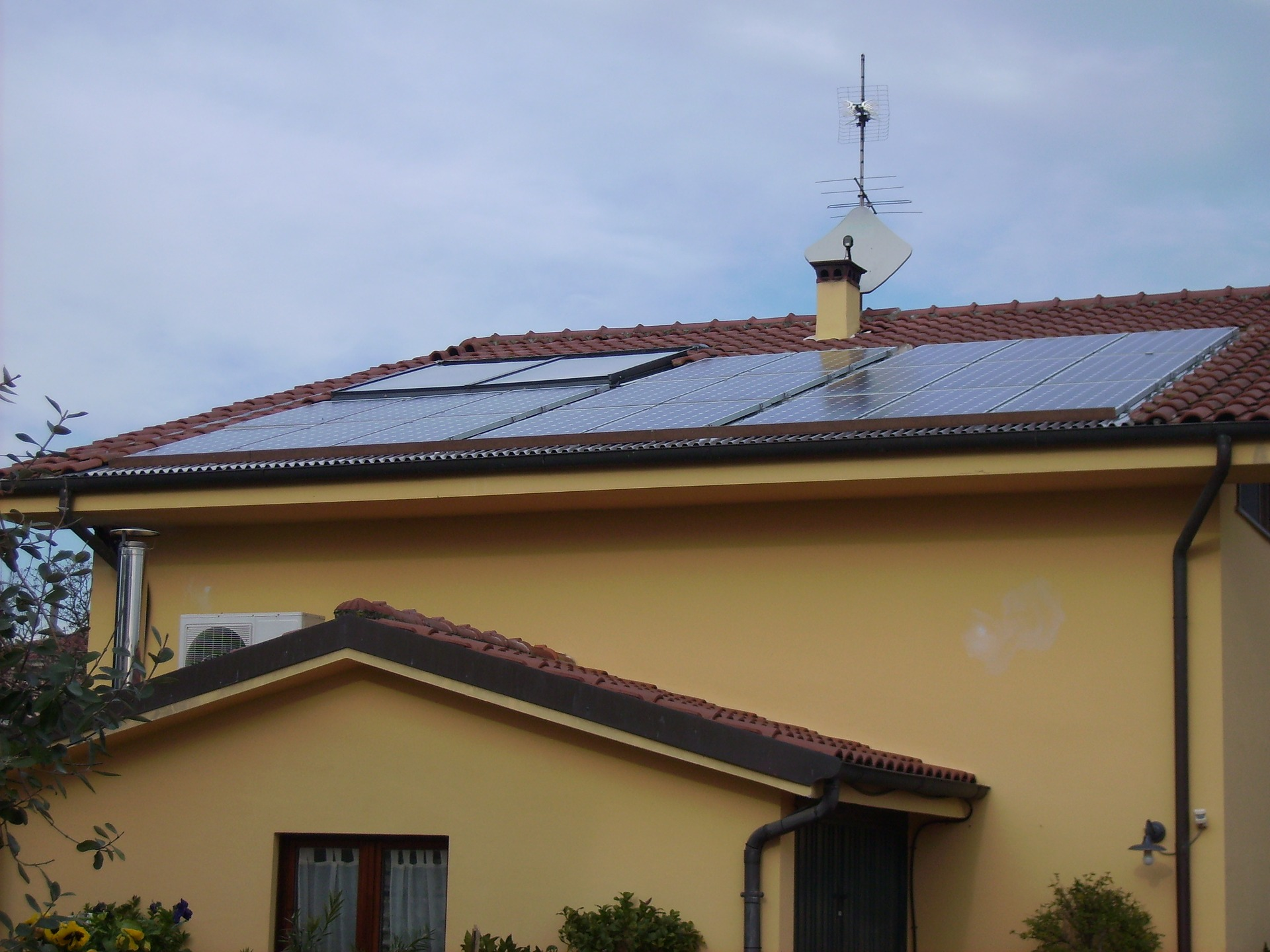 HOW MUCH DOES A RESIDENTIAL HOUSE SOLAR PV INSTALLATION COST?